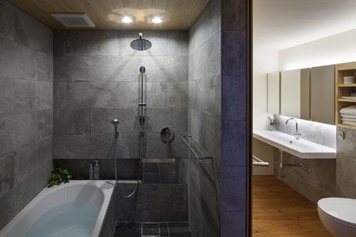 ホテルライクなバスルーム @焼杉に包まれた優しい木の家 その12
