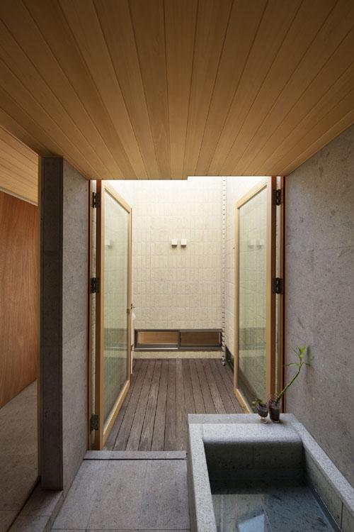 浴室と坪庭 紡|紀州のセミコートハウス その15