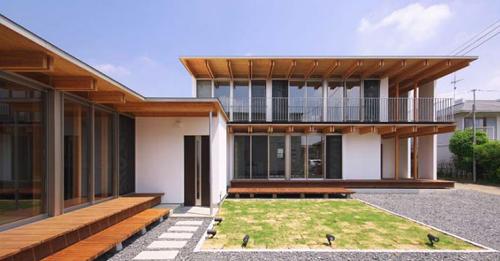 木骨の白い家 その2 分棟型二世帯住宅