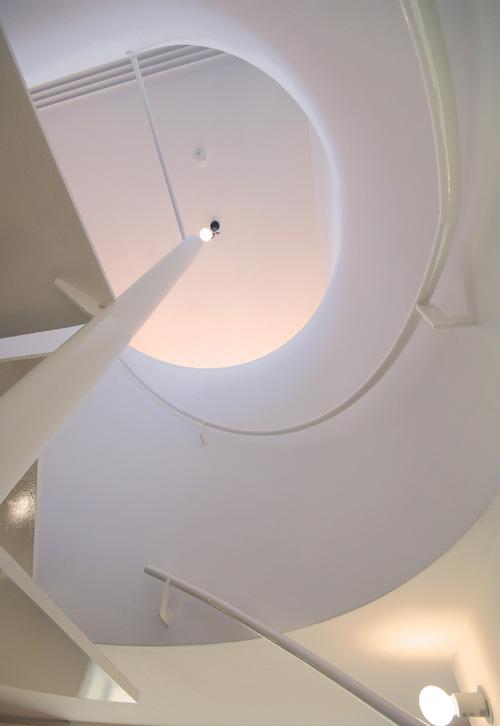 よつばcafe その8 螺旋階段の見上げ