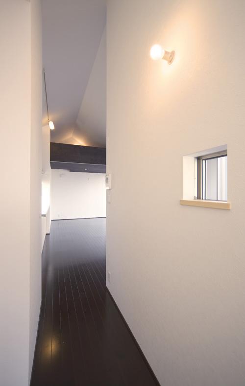 切妻の黒い家 その5 天井の高い廊下