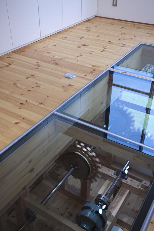 カラクリ水車の小屋 その4 ガラスの床